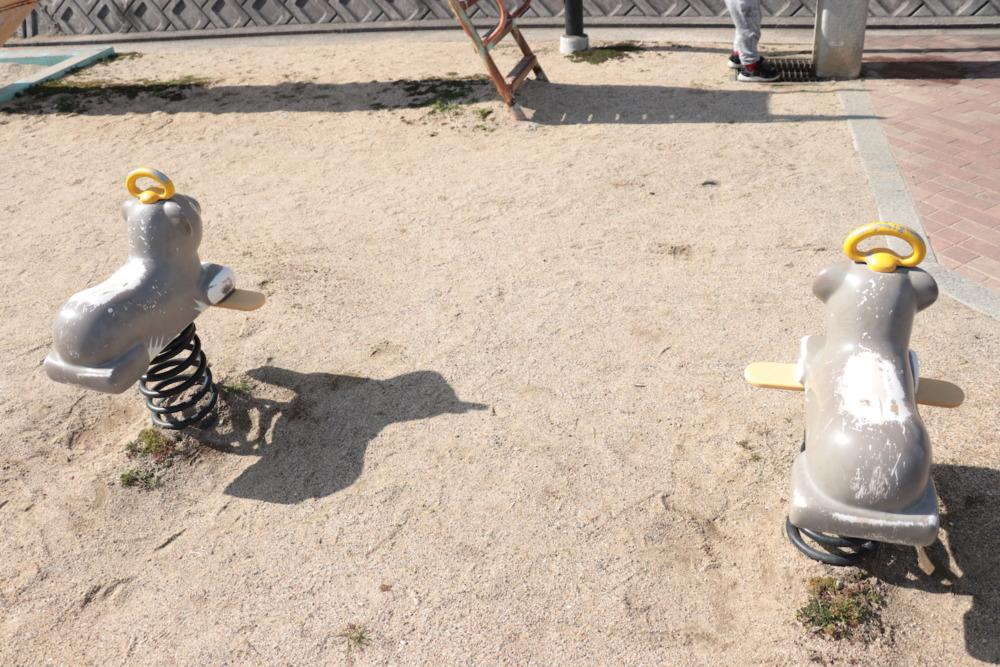 動物のスプリング遊具