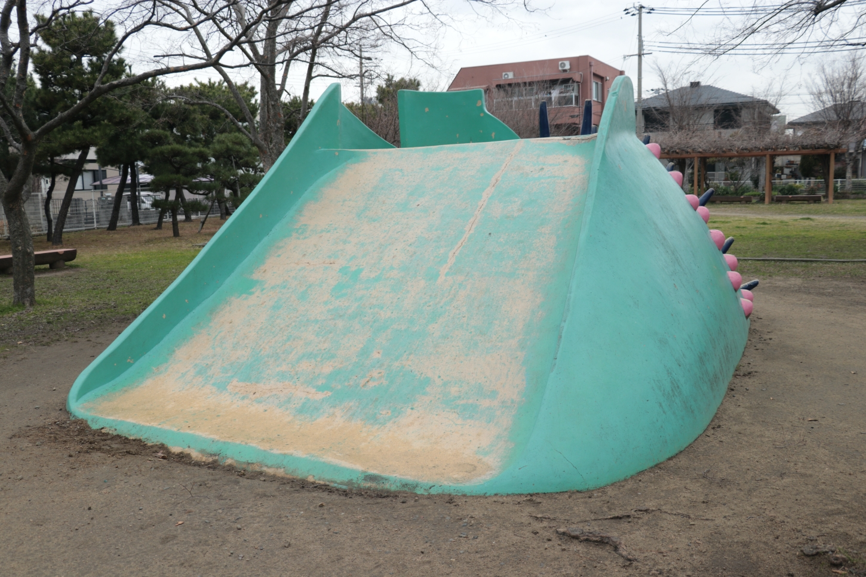 大きい滑り台正面