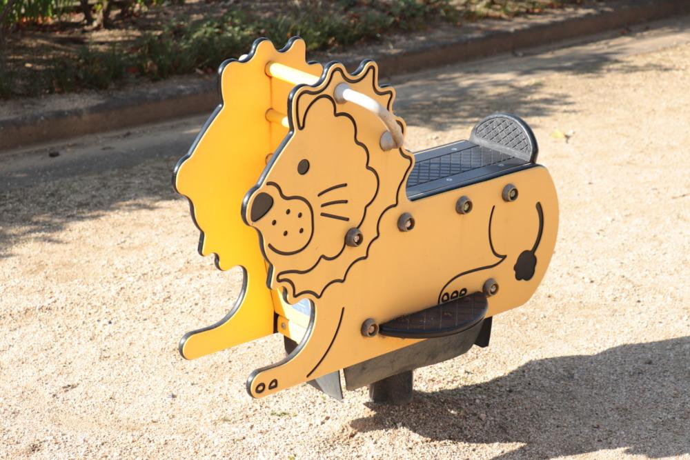 ライオンのスイング遊具