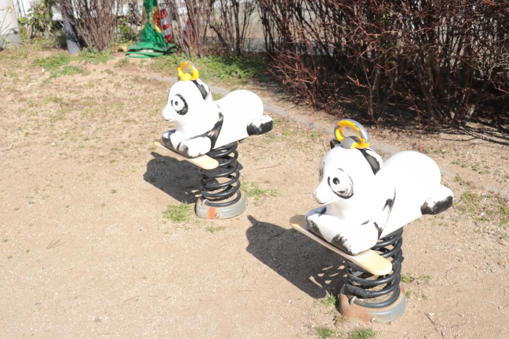 パンダのスプリング遊具2つ