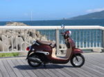 明石市林崎漁港で原付バイクと海を撮影